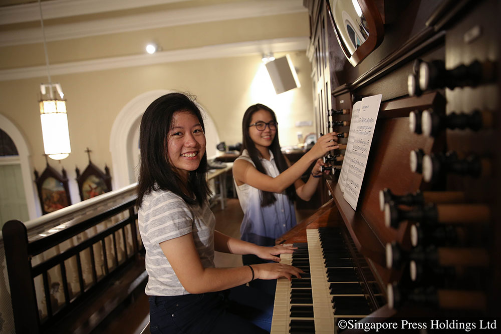 Scholarship-grooms-new-generation-of-organists-01